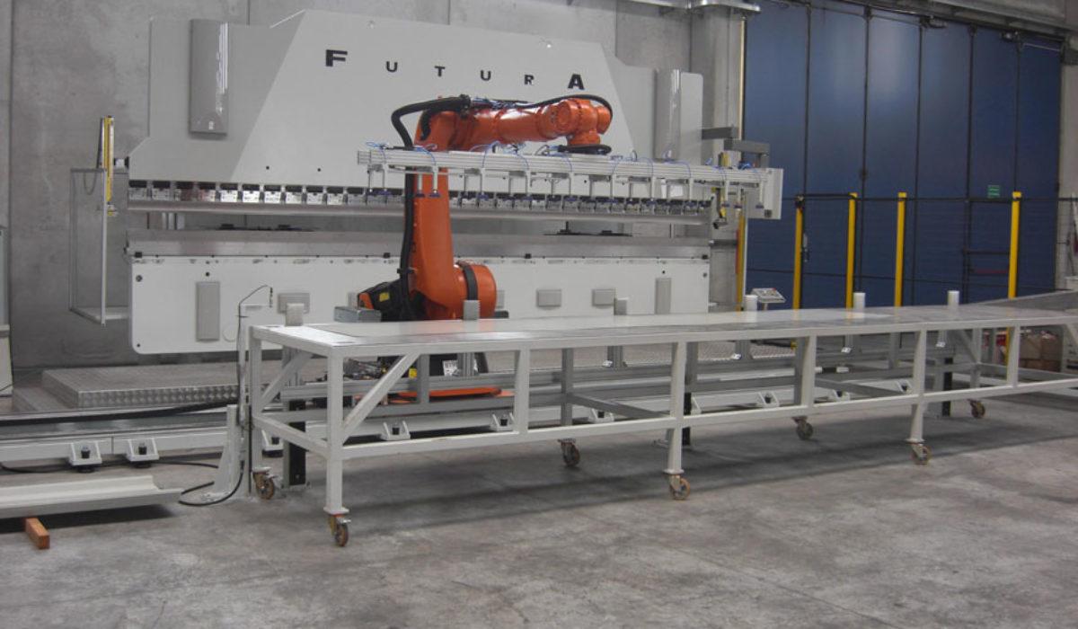 Impianto robotizzato piegatura lamiere 6mt pressa Warcom