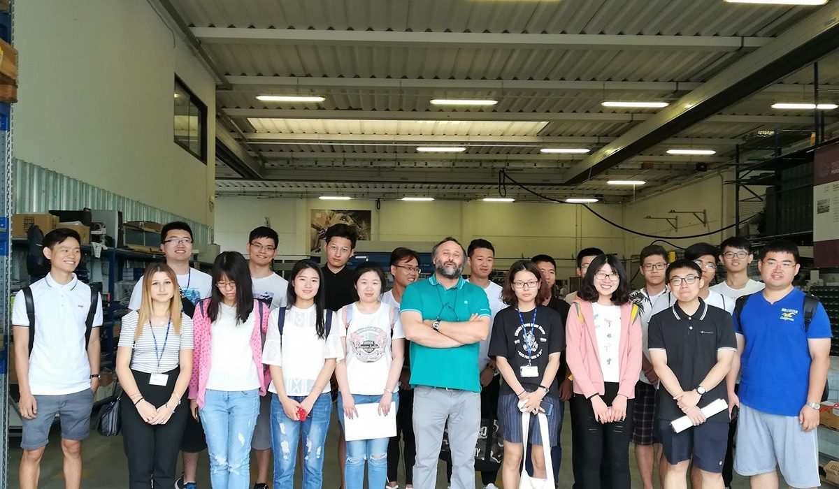 SISTEC opens the door to a delegation of engineering and architecture studets from China.